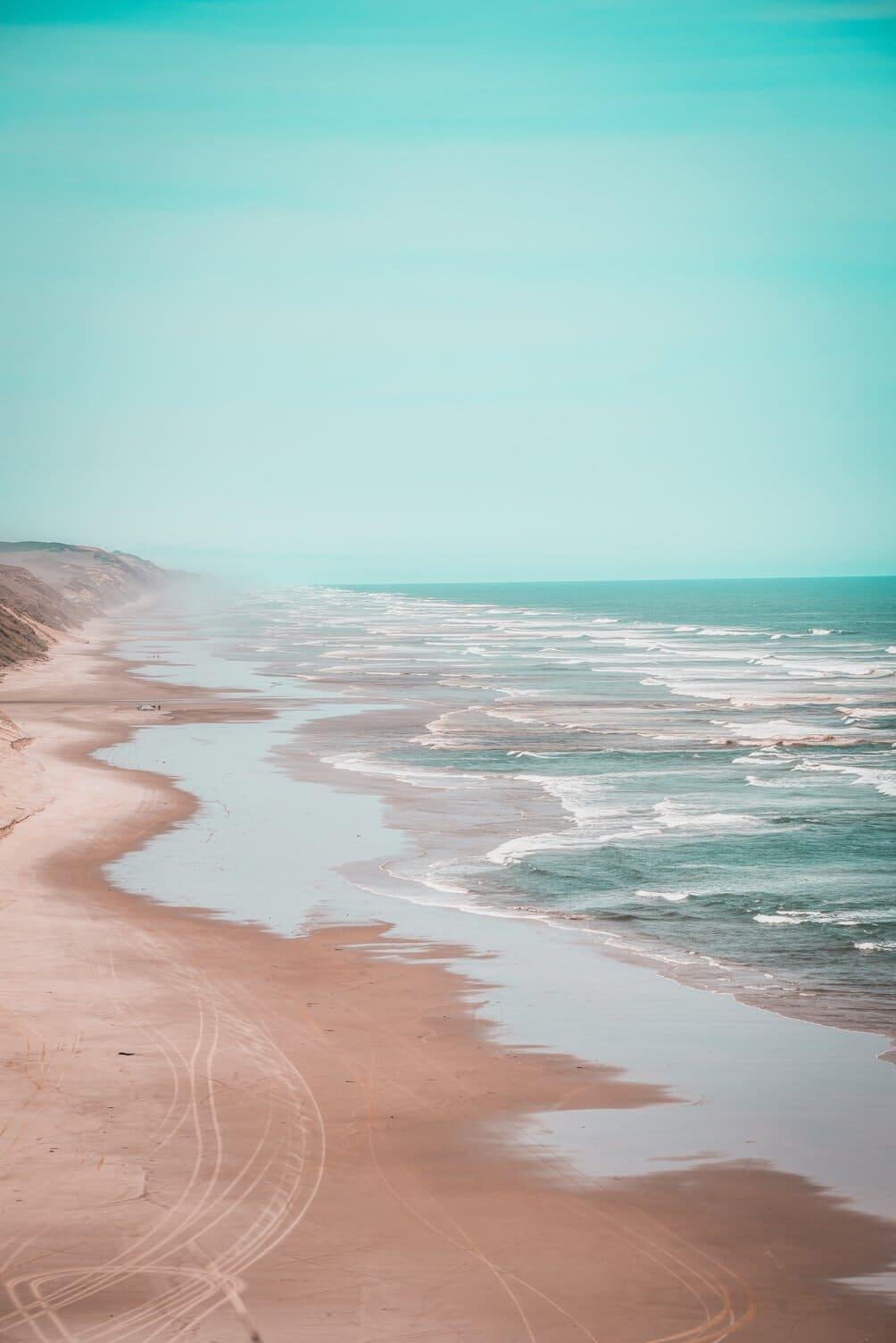 Leisure_beach_costal_line